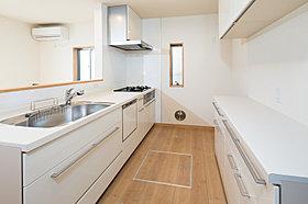 【4号棟】奥様のストレスを軽減する充実設備のキッチン