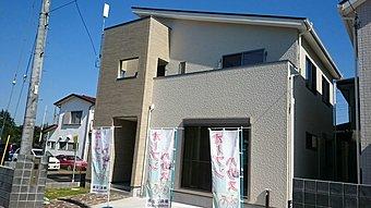 堀崎町分譲住宅外観。スーパーウオール工法による高気密・高断熱住宅、漆喰と木の温もりが優しい住まいです。