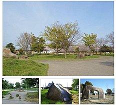 【川久保公園】約750m(徒歩10分)