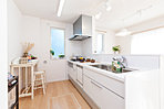 NO.8 現地モデルハウス オールスライド、ステンレス収納のシステムキッチンには、食器洗浄器を標準装備。