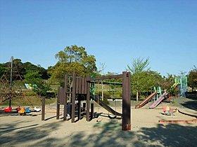 遊具も豊富な「なまずの郷運動公園」。広い芝生広場もありますよ