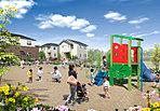 住民同士のふれあいの場として、街区内にコミュニティパークを設置。子供たちが街のみんなに見守られて、のびのびと遊ぶことができます。大型開発だから実現した、コミュニティを重視した街区計画です。