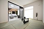 畳敷部屋はLDKと続き間にして開放的に使えるタイプ。建具を開閉することで、ご家族のライフスタイルに合わせた使い方が可能です。(当社施工例)