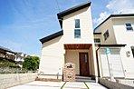 5号地モデルハウス外観。片流れの屋根とラップサイディング調の外壁がシンプルながらも主張する。