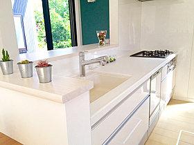 共働きのご夫婦に便利な食洗機付きの対面キッチン