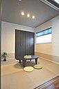 和室は扉を閉めれば一部屋として使えるので来客時に大助かり!