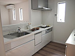 小林東モデルハウスのキッチンです。食洗器、浄水器、ダウンウォール付きの 主婦の味方です。