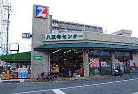 徒歩5分圏内に、スーパーが2つあるので便利。