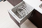 食器洗乾燥機付、ソフトクローズ機能付きの洗練されたデザインと機能性のあるキッチン(当社施行例)◆扉柄やパネルなどはカラーセレクトが可能です◆