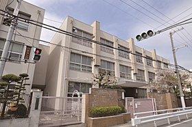 三津屋小学校まで400m (徒歩5分)