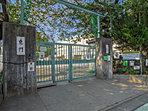 杉並区立三谷小学校・・・距離約100m(徒歩2分)