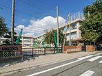 練馬区立石神井台小学校・・距離約160m(徒歩2分)