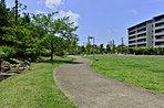 「十余一公園」徒歩6分。ピクニックやお散歩に最適な自然豊かな公園。