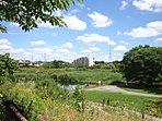 長津川親水公園(150m) 外周はマラソンコース、遊具などもあり、平日も賑わっています。