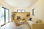 家具のレイアウトもよく考えられたインテリアも付いています(第1期モデル棟)