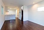 B号棟LDK 広々とした空間の18.3帖のLDK。家具の配置もしやすい形状となっておりますので、お好きなレイアウトをお楽しみください。