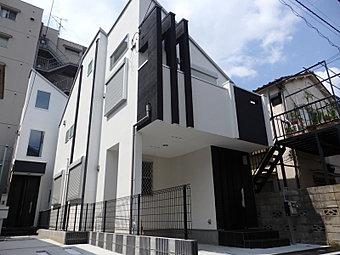 外観 2トーンの外壁でメリハリを付けたモダンな外観デザイン。限定2邸