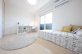 明るい子供室。家具やファブリックで、お気に入りの部屋へ。