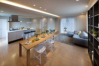 ■当社は、「インテリアファースト」の考えから、お客様のお気に入りのソファー、テーブルあるいは照明それらがきちんと配置される空間でなければなりません。たくさんのお気に入りに囲まれた空間を当社は提案します