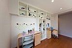 ■当社施工例:子供たちの学習スペースは2階のホール部分に設けました。ホールに学習スペースを設けることで子供部屋が広々と使うことが出来ます。