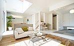 施工イメージ【リビング】。光溢れる開放感と家事動線を考えて、奥様と家族に優しいお家づくりをお約束致します。床暖房も3ヶ所標準なので台所で家事をされる奥様の足元も床暖房を入れることができます。