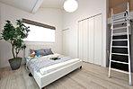 【大容量収納】 主寝室にはロフト&ウォークインクロゼット付き。 ※モデルハウス