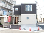 【モデルハウス公開中】ポップでスタイリッシュなデザインの外観のお家。