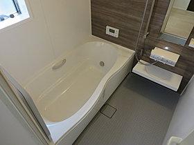 ●浴室乾燥機も搭載の広々したお風呂!