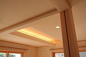 LDKの一部が間接照明。すべての部屋がLED照明です。