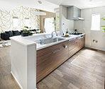 キッチン(モデルハウス)●LDが見渡せる明るいフルオープンの対面式カウンターキッチン