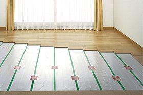 体に優しい床暖房も設置