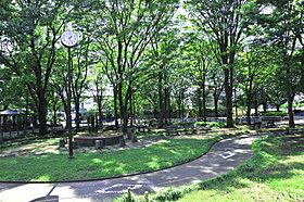 公園や緑地が点在する緑豊かな住環境