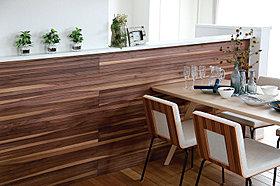 Relief 木肌の美しさが空間に高級感をプラス。