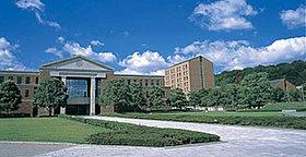 地区に隣接する同志社大学(約1300m・徒歩17分)