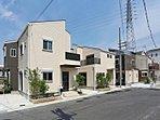 【スターライト街区】くつろぎ重視型住宅(街並写真:左から16・15・13号地/平成27年6月撮影)