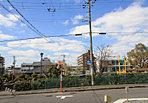 駅前の利便性+公園横の緑あふれる立地。(平成28年8月撮影)