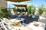 晴れの日は、お家の屋根でリラックス。屋上庭園生活を始めよう※現地8号地モデルハウス(平成28年2月撮影)
