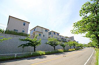 お待たせしました!現地モデルハウス6邸完成!まずは、BLOOM街区内ウェルカムセンターまでお越しください。 ※平成29年2月撮影