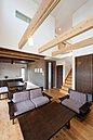 建物プラン例(南欧風の特徴を活かしながらも、明るくすっきりと居心地のいいリビングをご提供)
