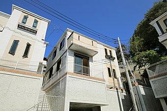 東急田園都市線「宮崎台」駅徒歩7分の便利な立地です 新築分譲2階建て 地下車庫付き