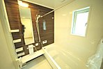 浴室乾燥機付きで雨の日のお洗濯もできますね ゆったり1坪サイズのオートバスで寛ぎのバスタイムを