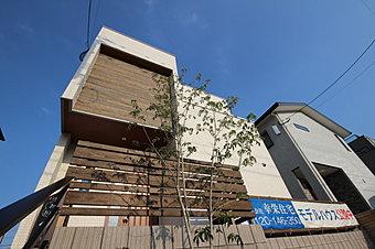 南区桧原の閑静な住宅街に本物志向のコンセプト住宅が完成