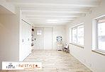 -北別府モデルハウス-約10帖の広々とした子供部屋。将来的に2部屋に分けることができるフレキシブルな間取りです。上部梁を全て化粧梁とした遊びゴコロのある空間としました。