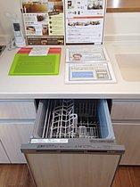 ビルトインの食器洗い乾燥機。