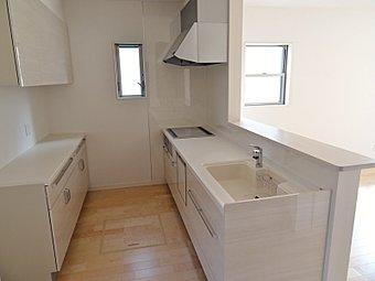 2号棟キッチン 人工大理石仕様で汚れても拭くだけ、お掃除にラクラク!