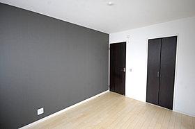 アクセントクロスが寛ぎ空間を演出する主寝室。