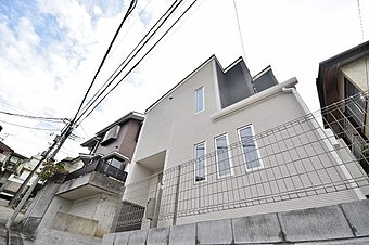 平戸の閑静な住宅街に佇む新築2階建て!建物完成し致しました!実際にお部屋の中をご覧になる事ができます。