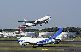 成田空港へ34分。羽田空港国際線ターミナルへ68分。