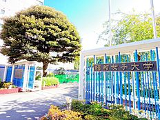 -昭和女子大学-都内有数の優れた音響ホールとして有名な人見記念講堂のある女子大です。著名なアーティストのコンサート会場になることも多く、徒歩圏にこういったホールがあるのは贅沢の一言です。
