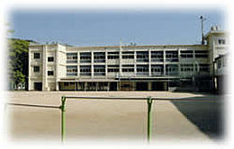小学校由良小学校まで329m